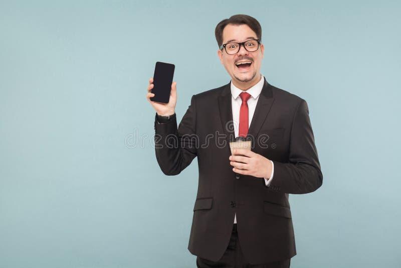 Επιχείρηση, συσκευές, τεχνολογίες Άτομο που παρουσιάζει νέο τηλέφωνο στοκ φωτογραφίες με δικαίωμα ελεύθερης χρήσης