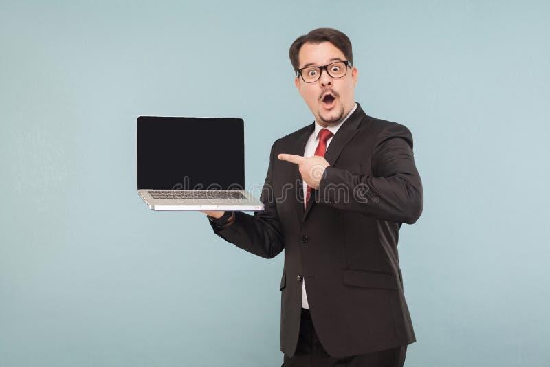 Επιχείρηση, συσκευές, τεχνολογίες Επιχειρηματίας με το πρόσωπο amazement στοκ εικόνες