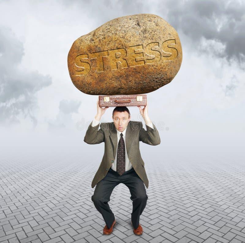 Επιχειρηματίας κάτω από το φορτίο της πίεσης Δυσκολίες στην επιχείρηση στοκ εικόνες