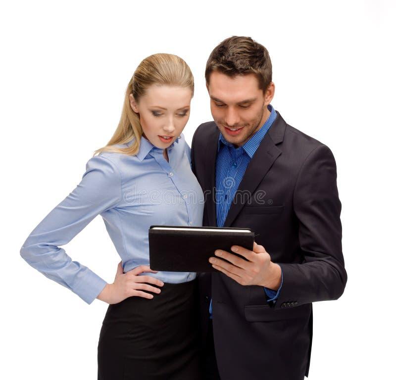 Επιχειρηματίας και επιχειρηματίας με το PC ταμπλετών στοκ εικόνες