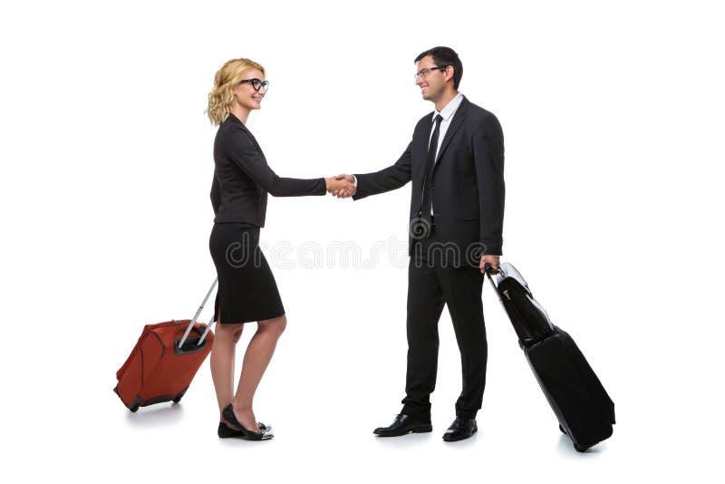 Επιχειρηματίας και επιχειρησιακή γυναίκα με τις περιπτώσεις ταξιδιού στοκ εικόνα με δικαίωμα ελεύθερης χρήσης