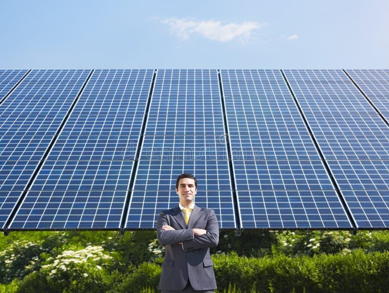 Επιχειρηματίας και ηλιακά πλαίσια στοκ φωτογραφίες