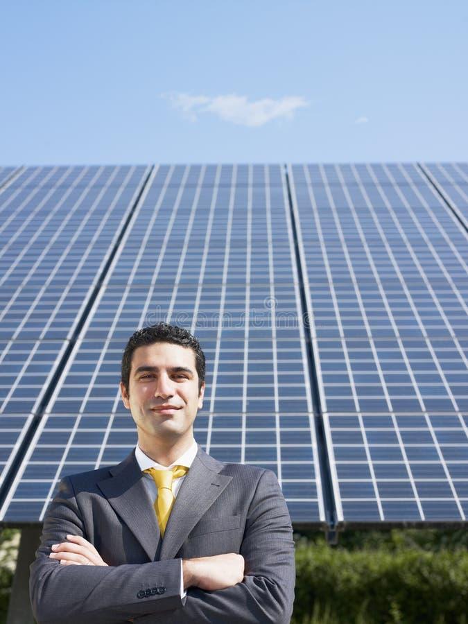 Επιχειρηματίας και ηλιακά πλαίσια στοκ φωτογραφίες με δικαίωμα ελεύθερης χρήσης