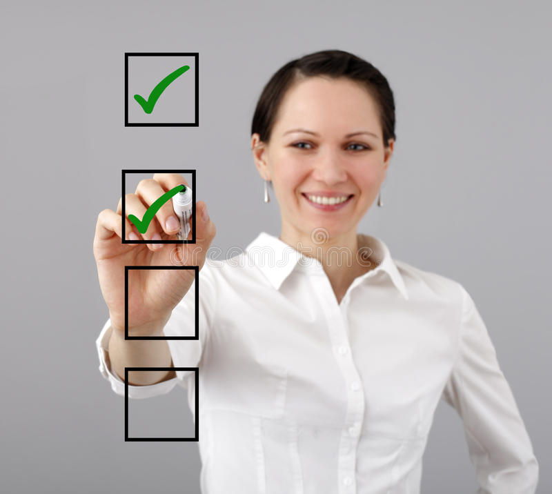 Επιχειρηματίας και κατάλογος ελέγχου στοκ φωτογραφία με δικαίωμα ελεύθερης χρήσης