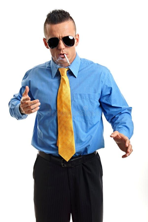 Επιχειρηματίας με ένα τσιγάρο στοκ εικόνα