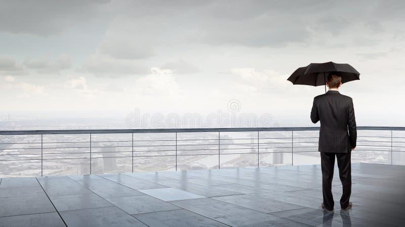 Επιχειρηματίας με την ομπρέλα στοκ φωτογραφίες