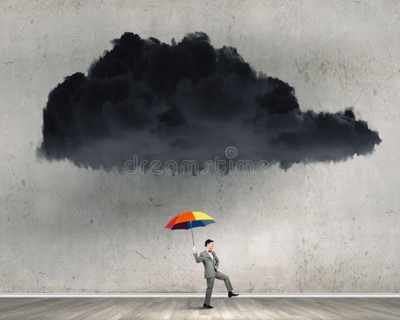 Επιχειρηματίας με τη ζωηρόχρωμη ομπρέλα στοκ φωτογραφία