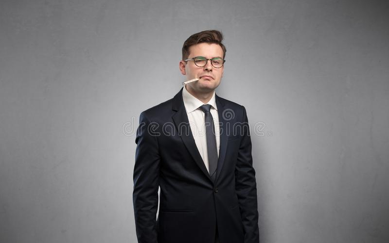 Επιχειρηματίας με το διάστημα θερμομέτρων και αντιγράφων στοκ φωτογραφία με δικαίωμα ελεύθερης χρήσης