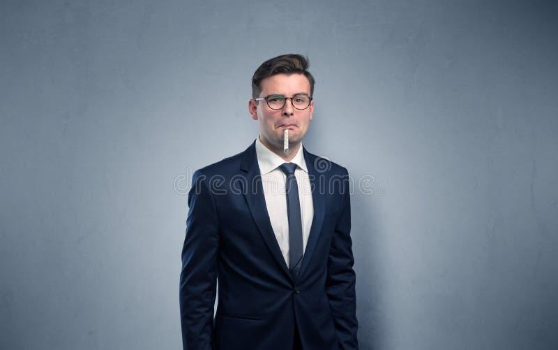 Επιχειρηματίας με το διάστημα θερμομέτρων και αντιγράφων στοκ εικόνα με δικαίωμα ελεύθερης χρήσης