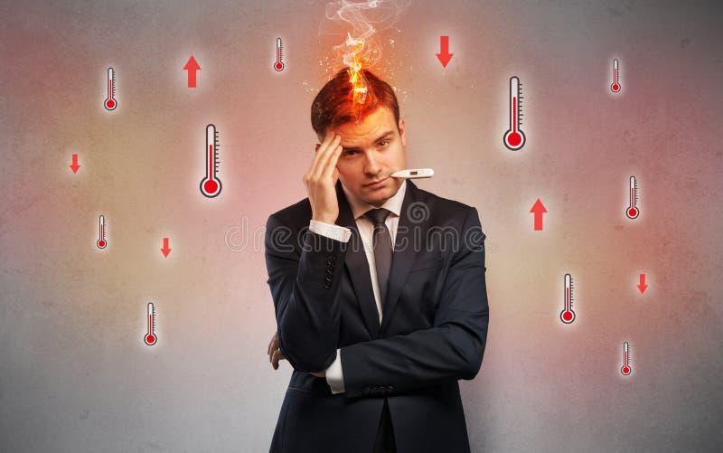 Επιχειρηματίας με το θερμόμετρο και την έννοια πυρετού στοκ φωτογραφία