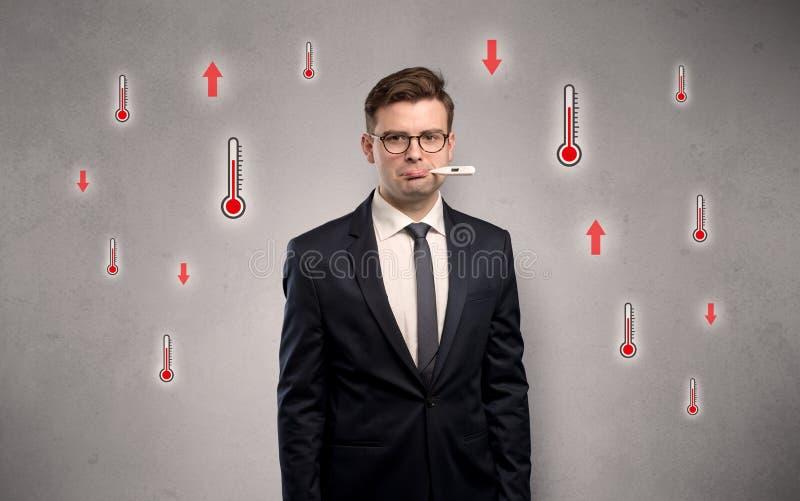 Επιχειρηματίας με το θερμόμετρο και την έννοια πυρετού στοκ φωτογραφία με δικαίωμα ελεύθερης χρήσης