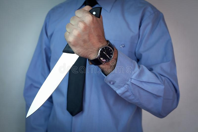 Επιχειρηματίας με το μαχαίρι στοκ φωτογραφία