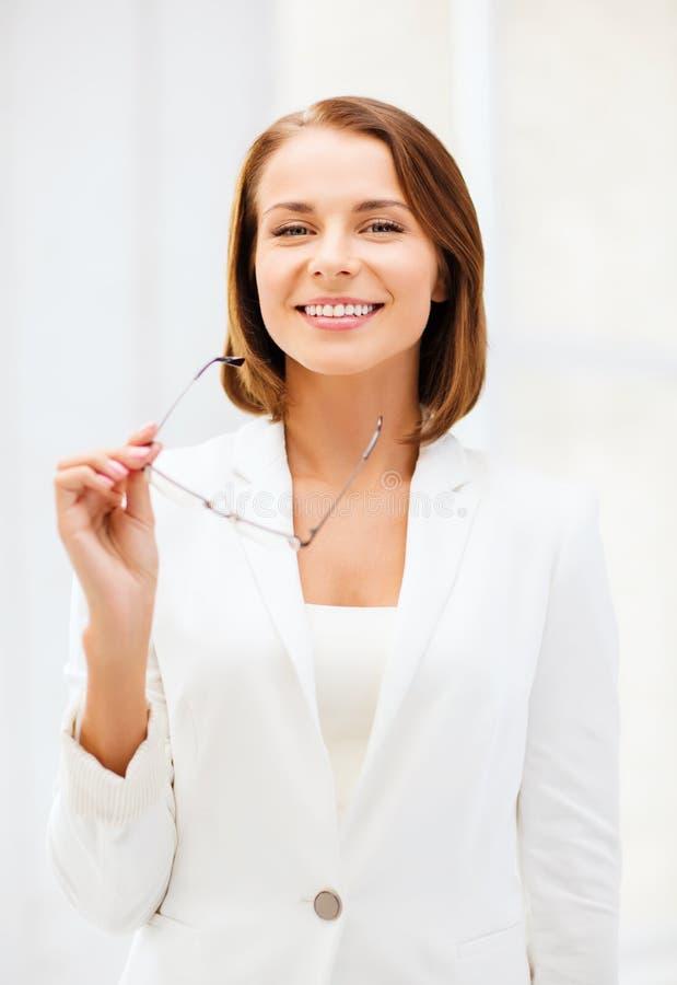 Επιχειρηματίας με eyeglasses στοκ φωτογραφία με δικαίωμα ελεύθερης χρήσης