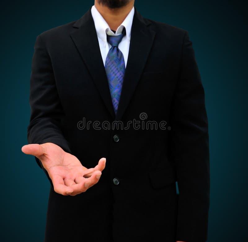 Επιχειρηματίας που δίνει ένα χέρι στοκ φωτογραφία με δικαίωμα ελεύθερης χρήσης