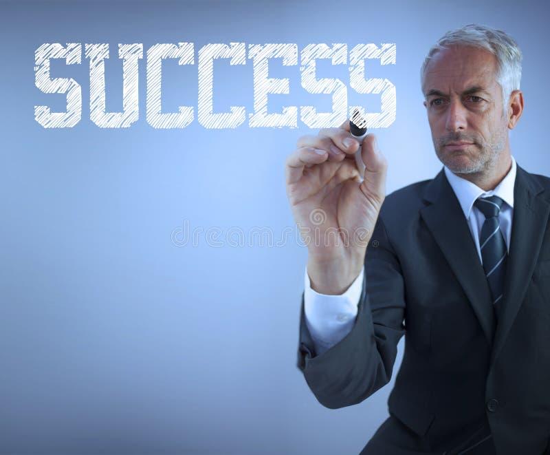 Επιχειρηματίας που γράφει την επιτυχία λέξεων στοκ εικόνες