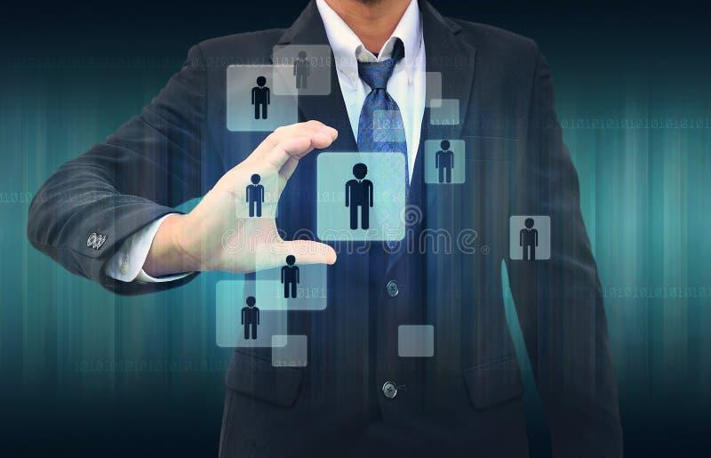 Επιχειρηματίας που επιλέγει το σωστό πρόσωπο στοκ εικόνες