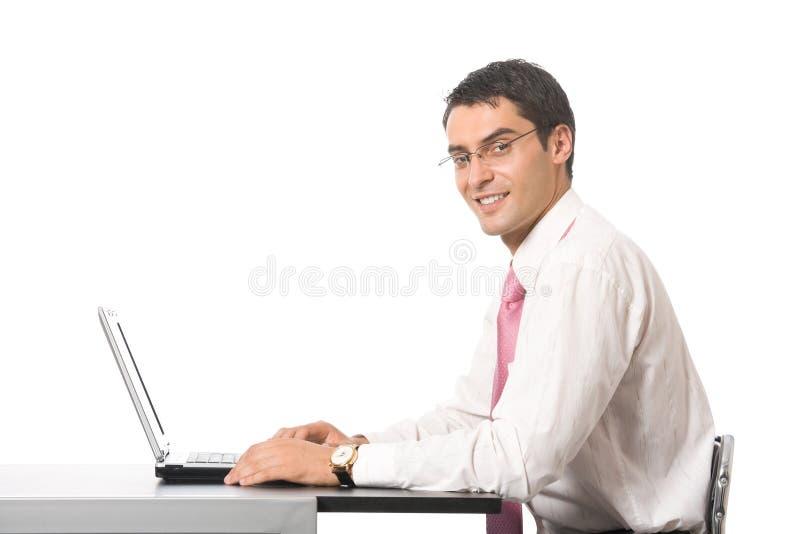Επιχειρηματίας που εργάζεται με το lap-top στοκ εικόνες με δικαίωμα ελεύθερης χρήσης