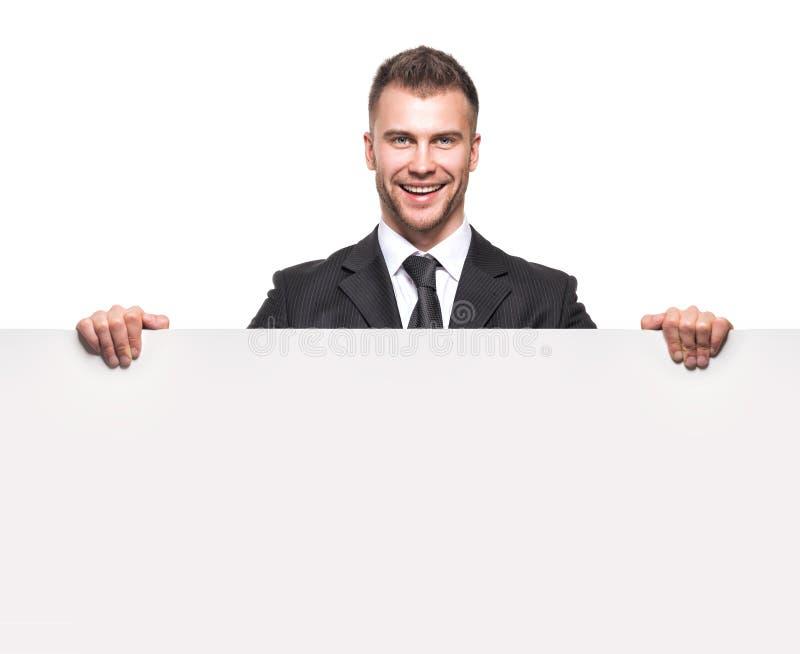 Επιχειρηματίας που κρατά τον κενό πίνακα διαφημίσεων στοκ εικόνα με δικαίωμα ελεύθερης χρήσης
