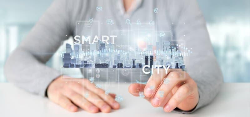 Επιχειρηματίας που κρατά το έξυπνο ενδιάμεσο με τον χρήστη πόλεων με το εικονίδιο, stats α στοκ φωτογραφία με δικαίωμα ελεύθερης χρήσης
