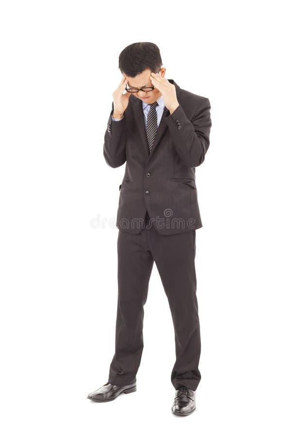 Επιχειρηματίας που πάσχει από την πίεση και έναν πονοκέφαλο στοκ φωτογραφία