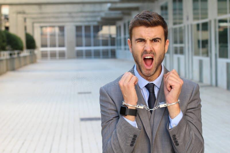 Επιχειρηματίας που παγιδεύεται στο διάστημα γραφείων στοκ φωτογραφία