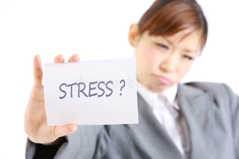 επιχειρηματίας που παρουσιάζει μια κάρτα με την πίεση λέξης; στοκ εικόνα με δικαίωμα ελεύθερης χρήσης