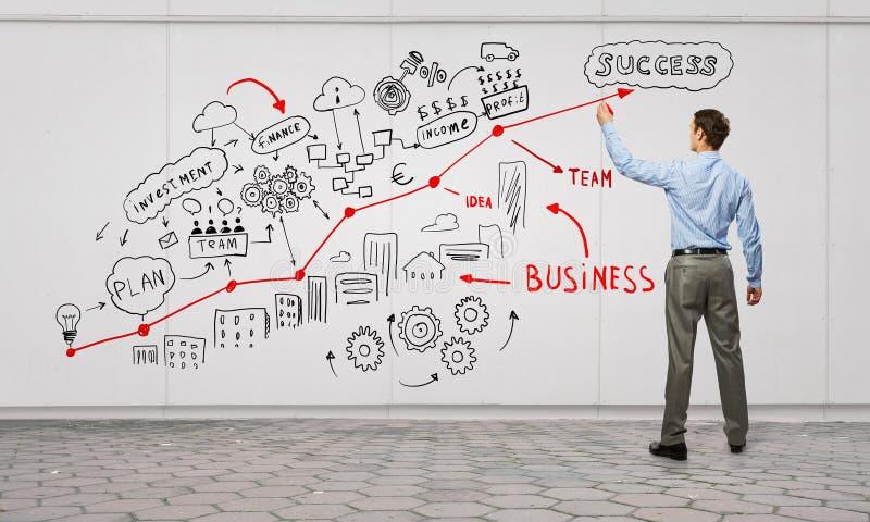 Επιχειρηματίας που παρουσιάζει τις ιδέες του στοκ εικόνα