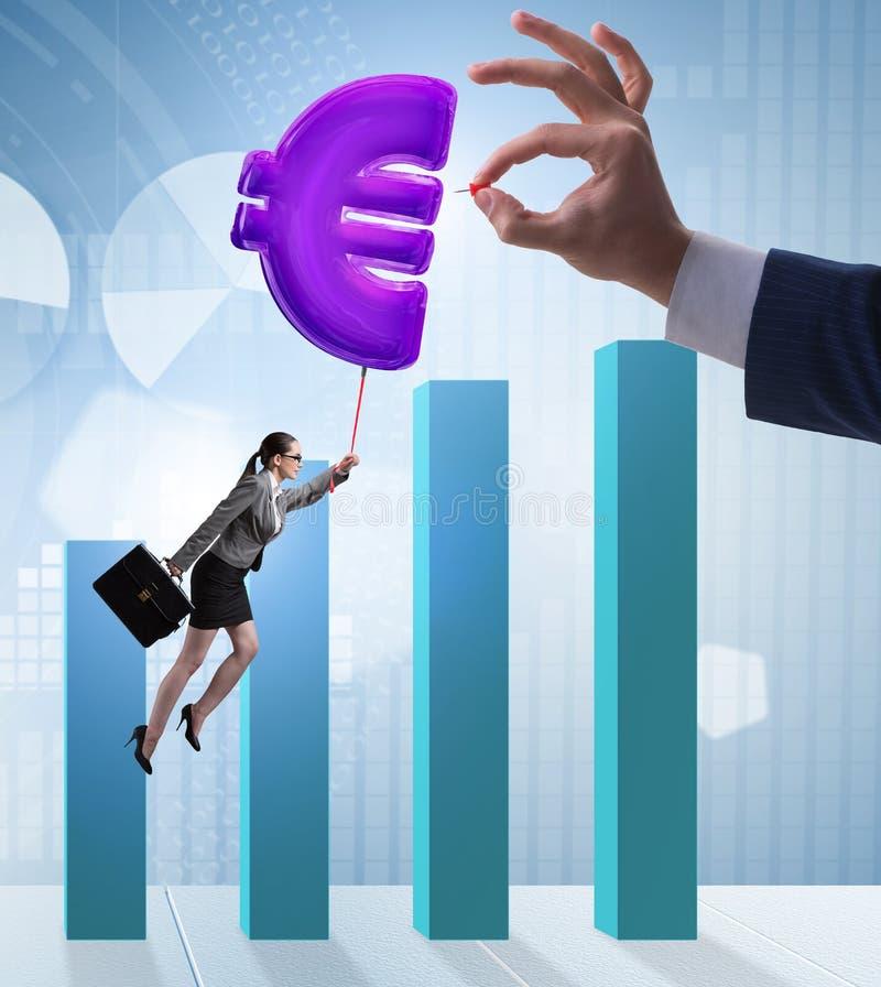 Επιχειρηματίας που πετά στο ευρο- διογκώσιμο μπαλόνι σημαδιών στοκ εικόνες