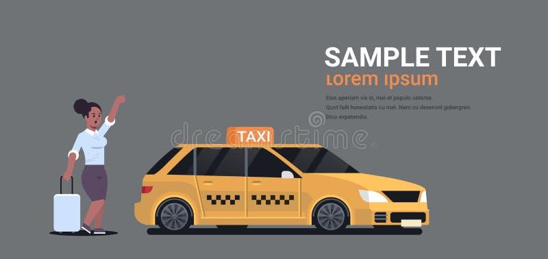 Επιχειρηματίας που πιάνει το ταξί στη γυναίκα αφροαμερικάνων οδών με τις αποσκευές που σταματούν την κίτρινη μεταφορά πόλεων αμαξ διανυσματική απεικόνιση