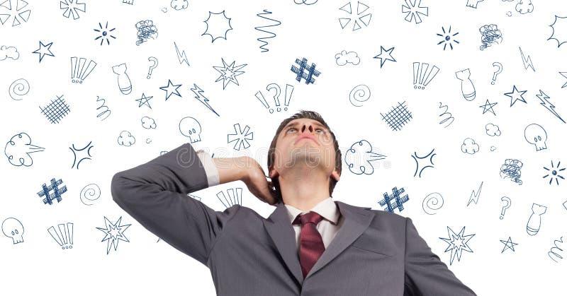 Επιχειρηματίας που σκέφτεται πέρα από τα γραφικά σημάδια επάνω από το κεφάλι της στοκ φωτογραφίες