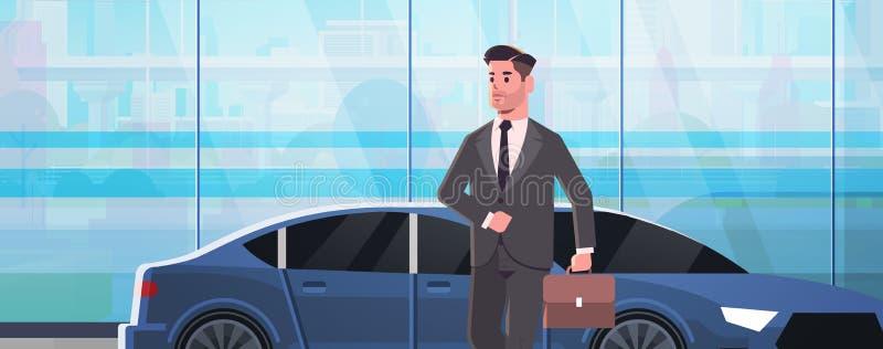 Επιχειρηματίας που στέκεται κοντά στο άτομο αυτοκινήτων πολυτέλειας στη βαλίτσα εκμετάλλευσης κοστουμιών που πηγαίνει να απασχολη απεικόνιση αποθεμάτων