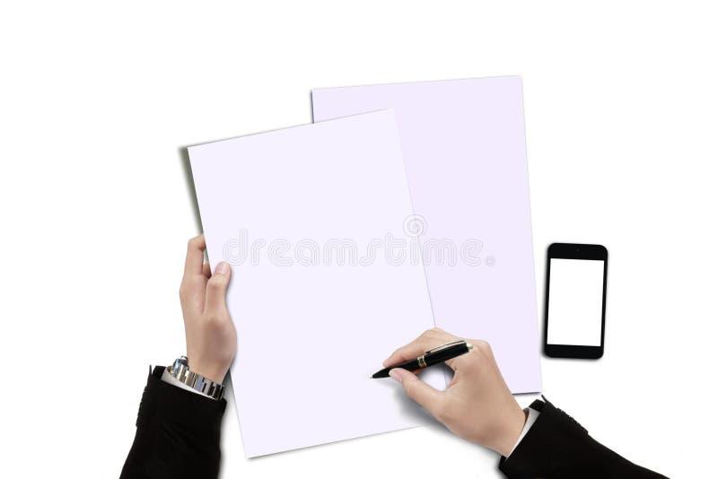 Επιχειρηματίας που υπογράφει μια σύμβαση σε κενό χαρτί στοκ εικόνες