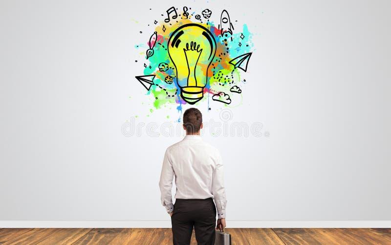 Επιχειρηματίας που ψάχνει τη νέα ιδέα στοκ φωτογραφίες