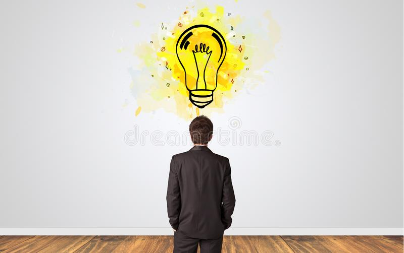 Επιχειρηματίας που ψάχνει τη νέα ιδέα στοκ φωτογραφία με δικαίωμα ελεύθερης χρήσης