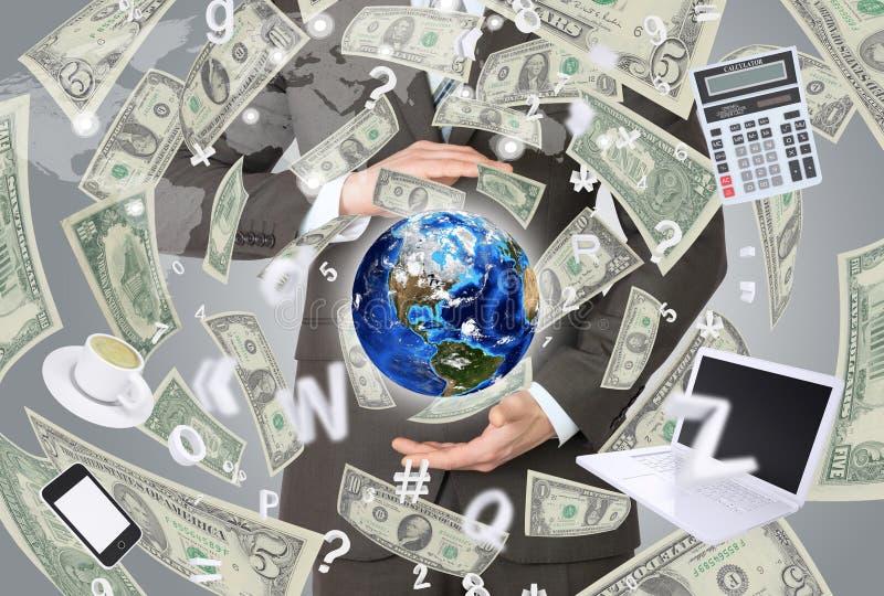 Επιχειρηματίας σε ένα κοστούμι που κρατά μια γη απεικόνιση αποθεμάτων