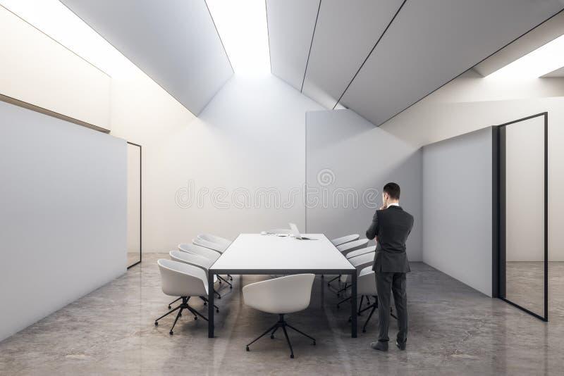 Επιχειρηματίας στην αίθουσα συνεδριάσεων απεικόνιση αποθεμάτων