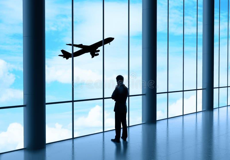 Επιχειρηματίας στον αερολιμένα στοκ φωτογραφία με δικαίωμα ελεύθερης χρήσης