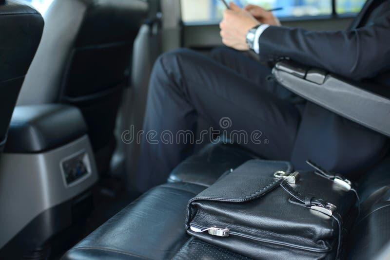 Επιχειρηματίας στο αυτοκίνητο στοκ εικόνα