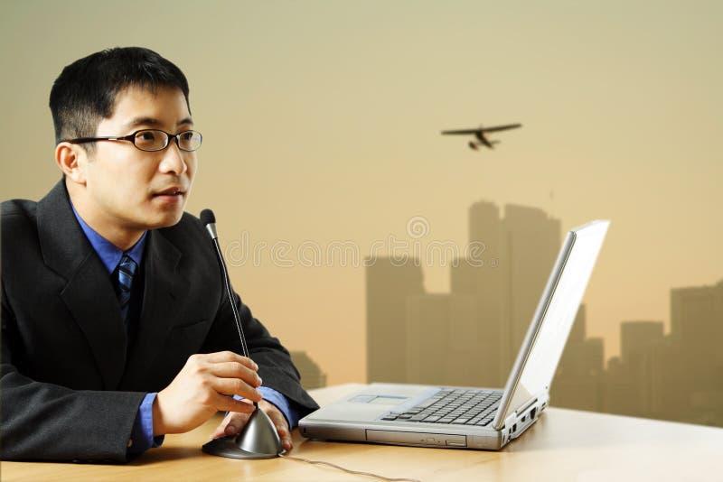 Download επιχειρηματίας στοκ εικόνες. εικόνα από επιχείρηση, υπολογιστής - 1544980