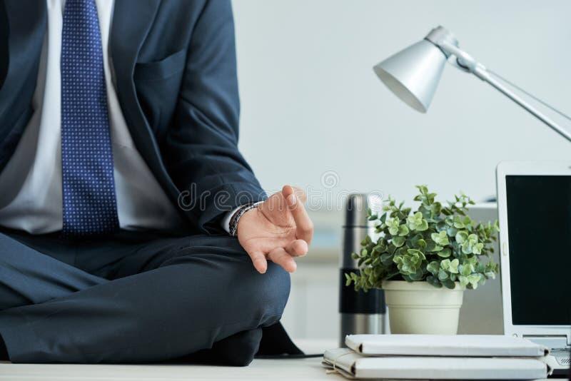 Επιχειρηματίας Meditating στοκ εικόνες