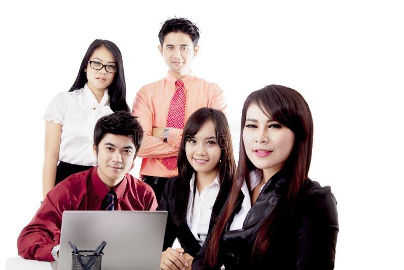 Επιχειρηματίες που απομονώνονται ασιατικοί πέρα από το λευκό στοκ εικόνα