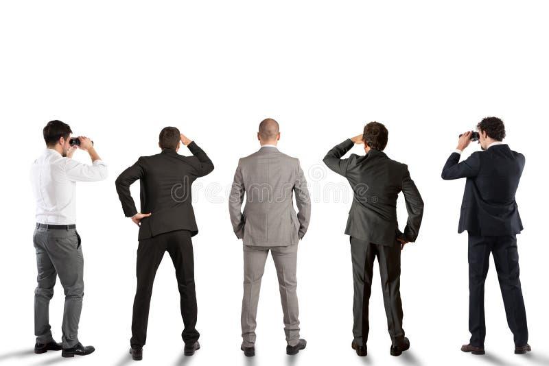Επιχειρηματίες που κοιτάζουν στο μέλλον στοκ εικόνες