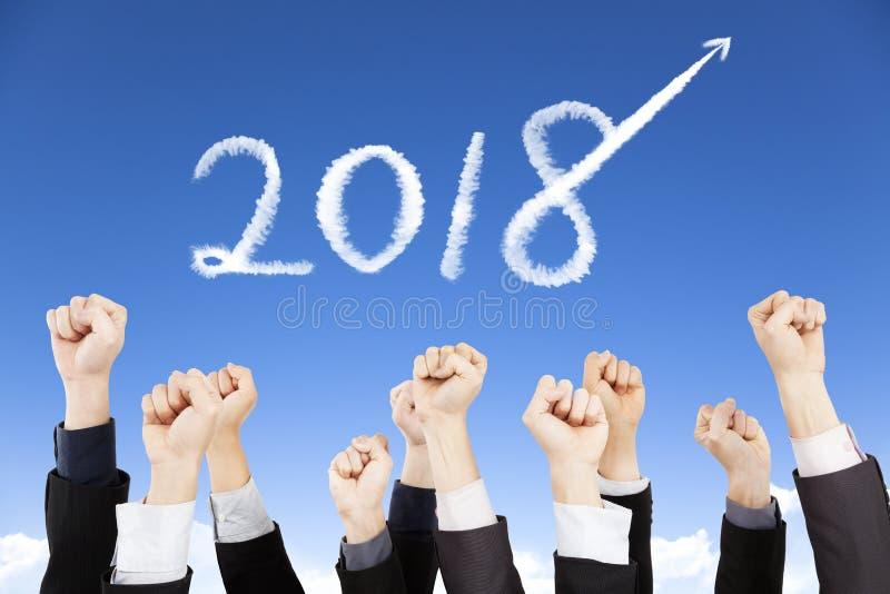 Επιχειρηματίες που παρουσιάζουν πυγμή με το έτος του 2018 στοκ εικόνες με δικαίωμα ελεύθερης χρήσης
