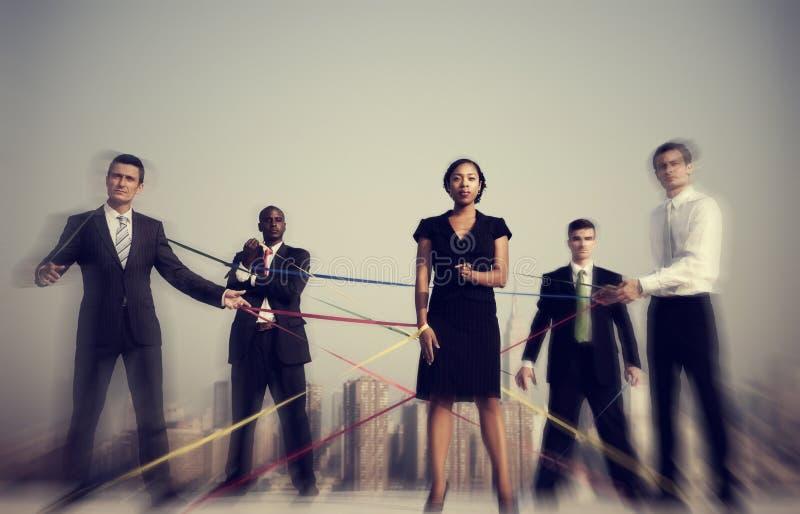 Επιχειρηματίες που συνδέονται με την έννοια σειρών στοκ φωτογραφία