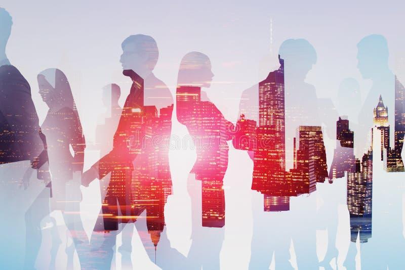 Επιχειρηματίες στην πόλη νύχτας ελεύθερη απεικόνιση δικαιώματος