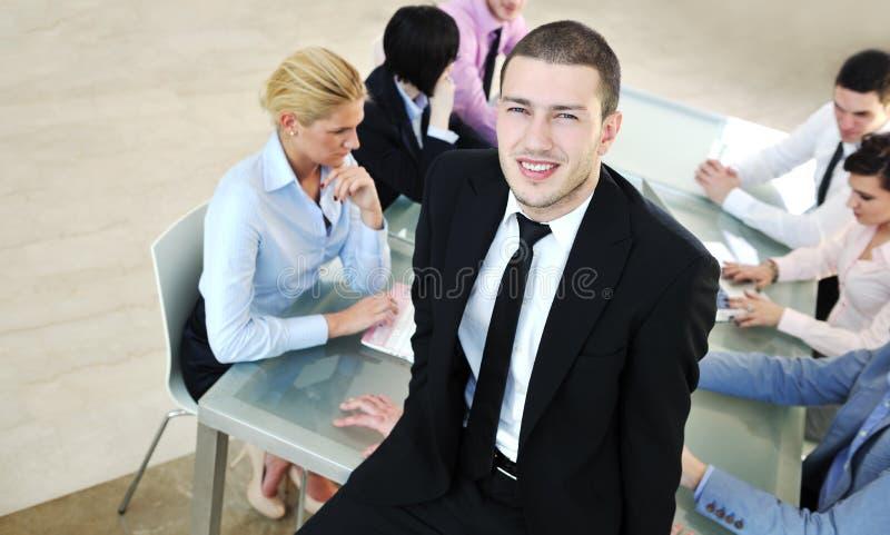 Επιχειρηματίες στη συνεδρίαση στοκ εικόνα με δικαίωμα ελεύθερης χρήσης