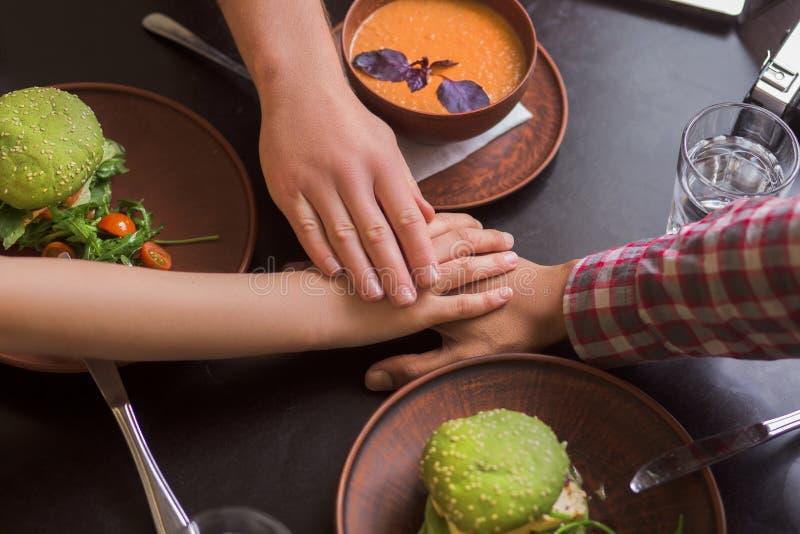 Επιχειρηματίες στο vegan εστιατόριο στοκ εικόνες με δικαίωμα ελεύθερης χρήσης