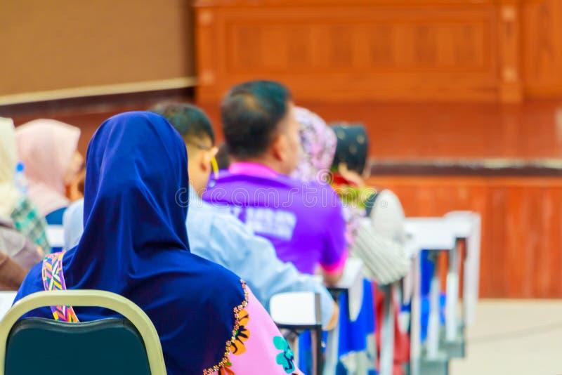 Επιχειρησιακές γυναίκες στη διάσκεψη κατάρτισης σεμιναρίου εκπαίδευσης στην εσωτερική αίθουσα συνεδριάσεων στοκ εικόνες με δικαίωμα ελεύθερης χρήσης