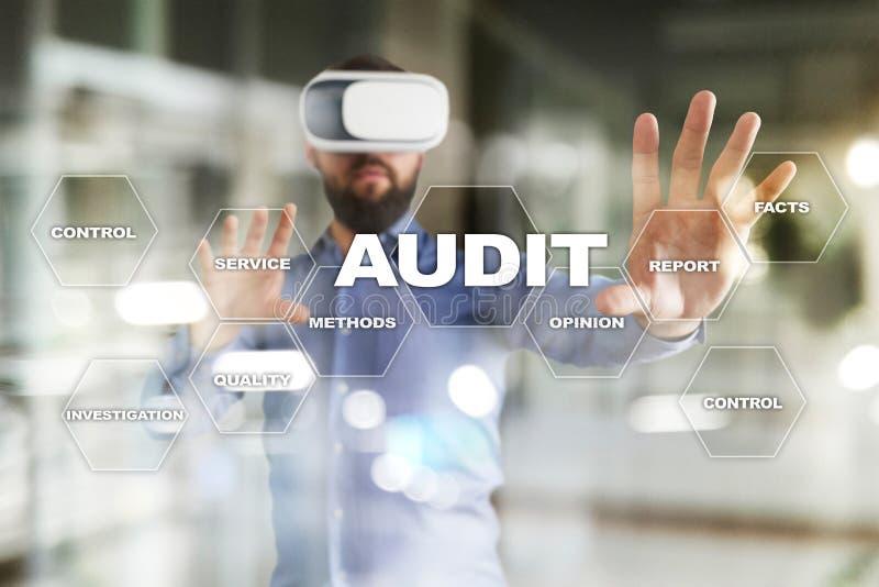 Επιχειρησιακή έννοια λογιστικού ελέγχου ελεγκτών συμμόρφωση Εικονική τεχνολογία οθόνης στοκ εικόνες