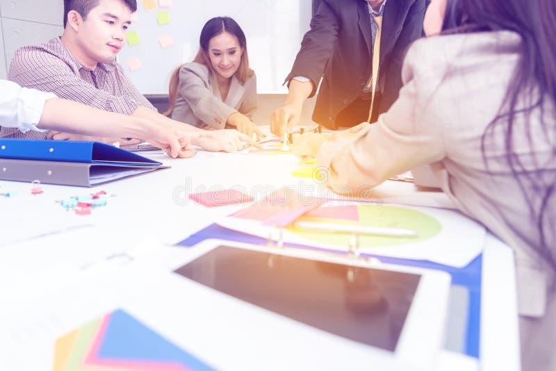 Επιχειρησιακή έννοια στρατηγικής ομαδικής εργασίας Επιχειρηματίες ξ στοκ φωτογραφίες
